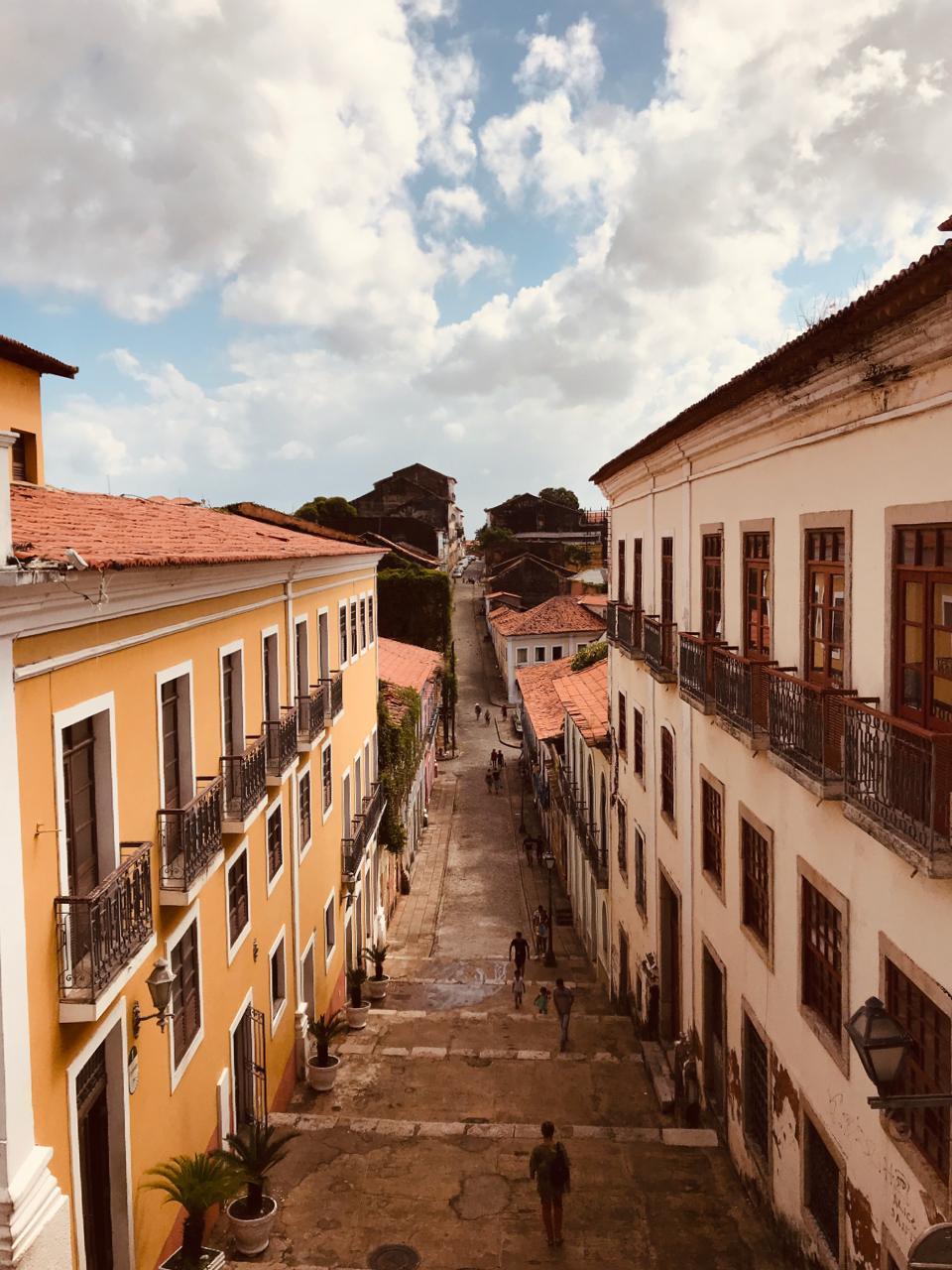 Centro Histórico de São Luís. A escadaria dá entrada a diversos becos e histórias